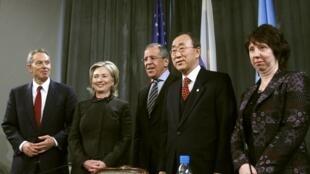 De gauche à droite : Tony Blair, la secrétaire d'Etat Hillary Clinton, le ministre russe des Affaires étrangères Sergueï Lavrov, le secrétaire général des Nations unies Ban Ki-moon et la représentante de la diplomatie européenne Catherine Ashton.