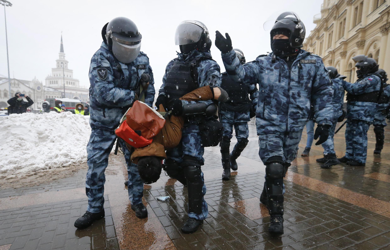 Задержания на площади трех вокзалов в Москве, 31 января 2021.