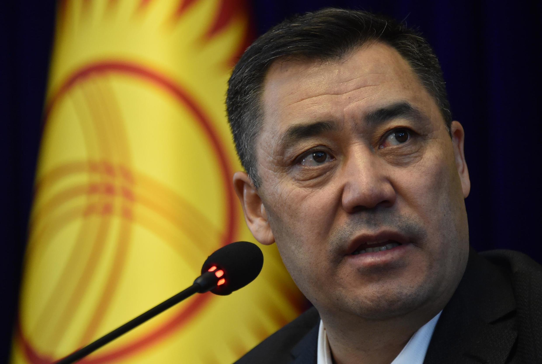 Le nouveau Premier ministre kirghize Sadyr Japarov, le 10 octobre lors d'une conférence de presse à Bichkek.