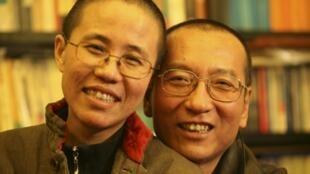 Bà Lưu Hà (trái) cùng chồng, ông Lưu Hiểu Ba, tháng 03/10/2010.