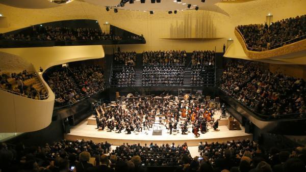 Phí tổn xây cất Nhà hát giao hưởng Philharmonie de Paris lên tới 386 triệu euro (AFP / Charles Platiau)