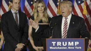 Jared Kushner, désormais haut conseiller à la Maison Blanche, son épouse Ivanka Trump et Donald Trump alors en campagne en juin 2016 à New York.