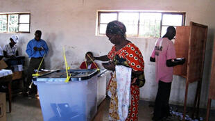 Opération de vote au Burundi, en 2010.