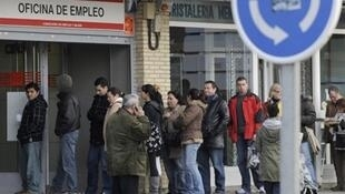 File d'attente devant l'Agence nationale pour l'emploi dans le quartier de Santa Eugenia, à Madrid, le 20 janvier 2010.