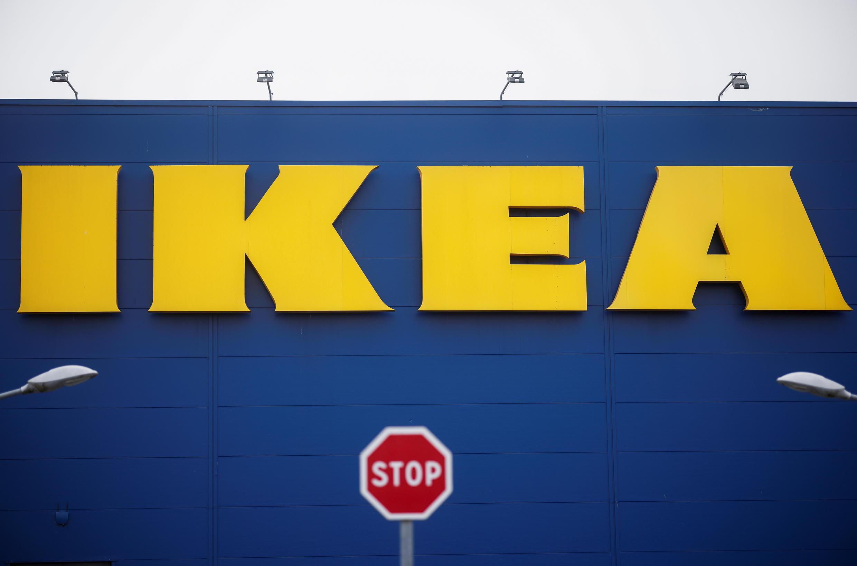 Une enseigne Ikea près de Rennes.