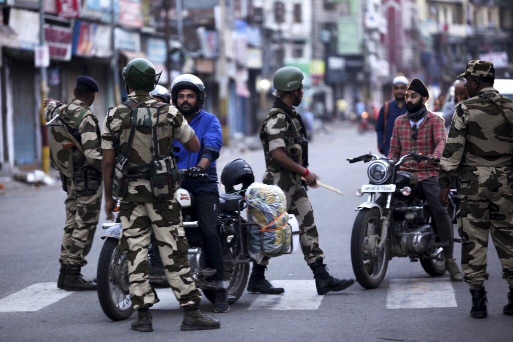 O governo indiano acabou esta segunda-feira com a autonomia constitucional de Caxemira.