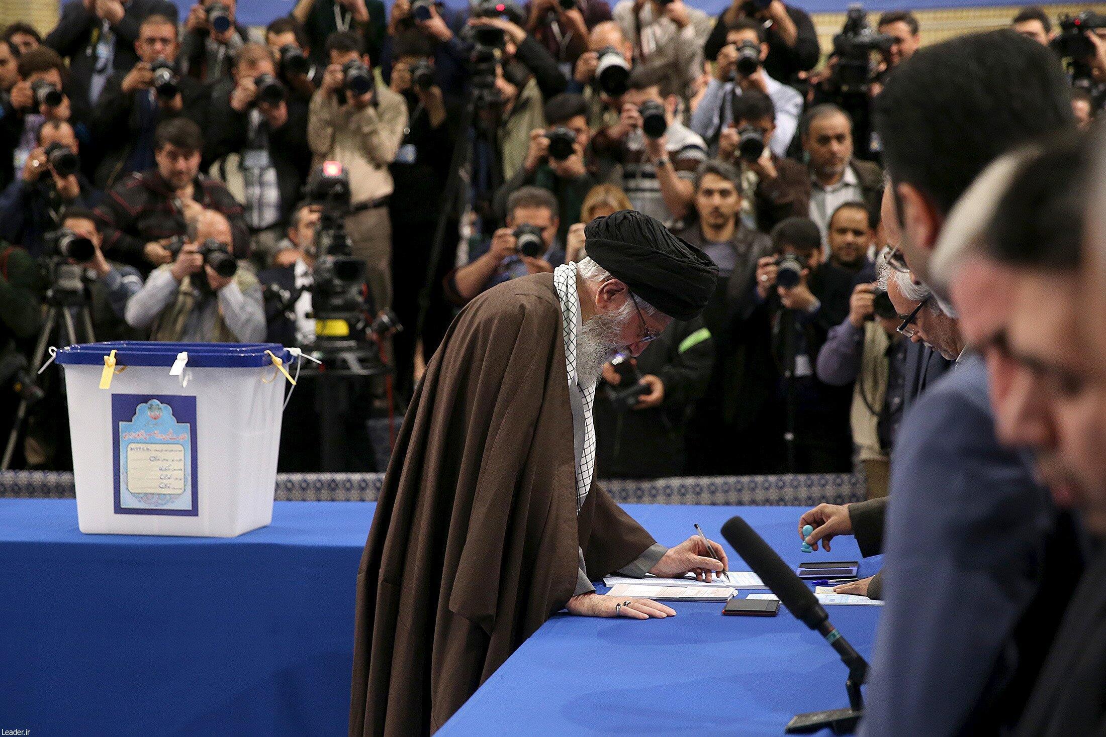 Le Guide suprême iranien Ali Khamenei a voté, ce vendredi 26 février à Téhéran.