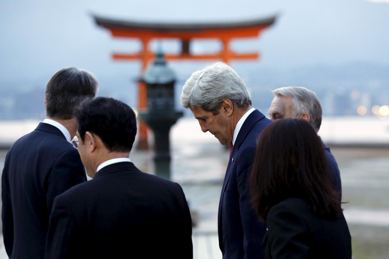 Lần đầu tiên ngoại trưởng Mỹ đến Hiroshima, 71 năm sau vụ ném bom nguyên tử làm 140.000 người thiệt mạng.