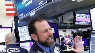 特朗普大幅提升对华关税利率,全球股市闻声下跌。图为5月6日纽约股市。