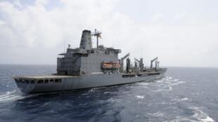 Foto do navio USNS Rappahannock, que metralhou um barco pesqueiro nesta segunda-feira, 16 de julho, no Golfo Pérsico.