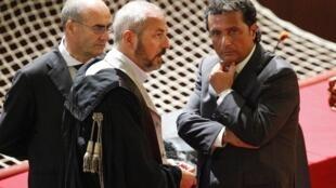 Francesco Schettino (d), le capitaine du Costa Concordia  au cours de son procés à Grosseto, dans le centre de l'Italie, le 17 juillet 2013.