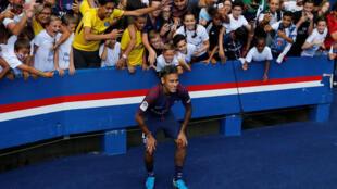 Neymar, durante sua apresentação oficial pelo clube PSG em 5 de agosto de 2017