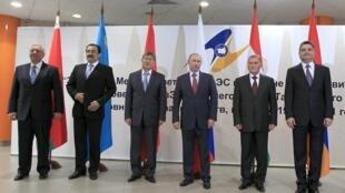 ប្រមុខរដ្ឋាភិបាល ១១ ប្រទេសអតីតសាធារណរដ្ឋសូវៀតជួបប្រជុំគ្នា នៅទីក្រុង Minsk ក្នុងប្រទេសបេឡារុស នៅថ្ងៃទី ១៩ ឧសភា ២០១១