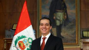 El nuevo titular del Ministerio de Economía, Alonso Segura, tras tomar posesión de su cargo, Lima, 14 de septiembre de 2014.