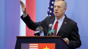 Đại sứ Mỹ tại Việt Nam Ted Osius (lúc còn tại chức), phát biểu trong cuộc họp báo tại Hà Nội ngày 2/11/2017.