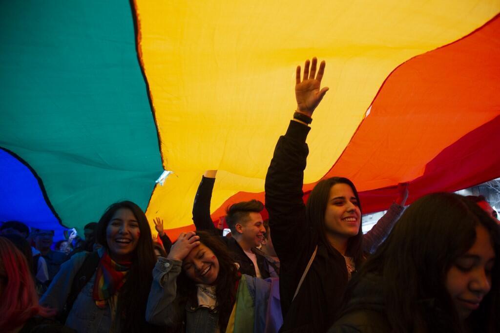 Militantes durante a Parada do Orgulho Gay de Santiago em 2018.