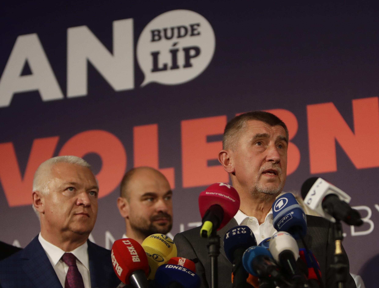 Le leader du parti ANO, Andrej Babis, lors d'une conférence de presse à Prague, samedi 21 octobre, après la clôture du scrutin.