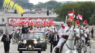 Jair Bolsonaro desfila em carro aberto em Brasília, 1° de janeiro de 2019.