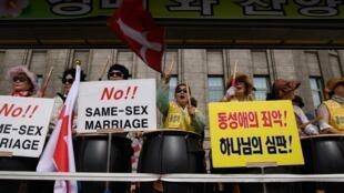 Manifestation homophobe en marge de la Gay Pride de Séoul, le 1er juin 2019.