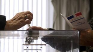 《費加羅報》:法國可能有50萬選民收到雙份登記證