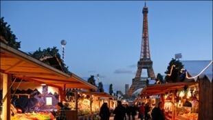 بازار نوئل در پاریس.
