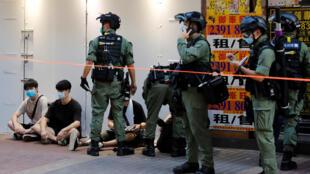 2020年9月6日,港人街头集会,抗议政府延后原本在这一天举行的立法会选举,与防暴警察对峙,多人被捕。