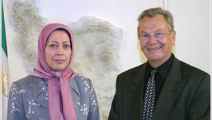 مریم رجوی در کنار  ایو بونه، رئیس پیشین سازمان امنیت داخلی فرانسه