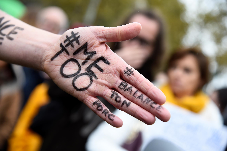 Акция Me Too запущена в соцсетях на фоне скандала вокруг сексуального домогательства в киноиндустрии.