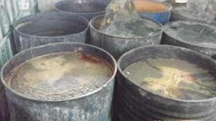 Taiwan_la police taiwanaise a saisi dans le sud de l'ile, des tonnes de l'huile alimentaire frelatée, le 4 sept 2014