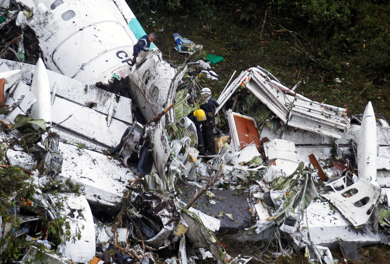 Destroços do avião que transportava o time Chapecoense