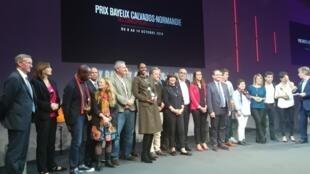 Les lauréats du 25e prix Bayeux des correspondants de guerre sur scène pour la remise des récompenses, le 13 octobre 2018.