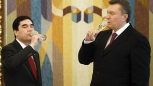 Виктор Янукович и Гурбангулы Бердымухамедов после церемонии подписания соглашений. Киев 13/03/2012