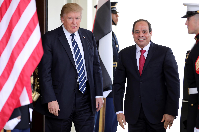 Tổng thống Ai Cập (P) hài lòng về cuộc đối thoại với lãnh đạo Mỹ tại Washington ngày 03/04/2017.