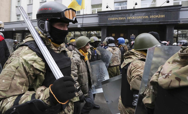 Манифестация активистов Майдана перед Генпрокуратурой Украины, 14 февраля 2014