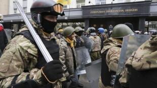 Манифестация активистов Майдана переж Генпрокуратурой Украины, 14 февраля 2014