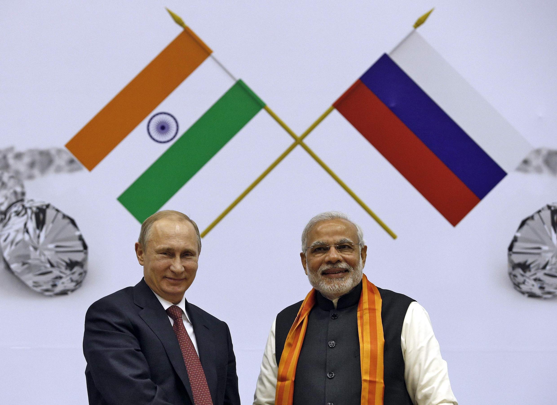 Le président russe Vladimir Poutine et le Premier ministre indien Narendra Modi à New Delhi, le 11 décembre 2014.