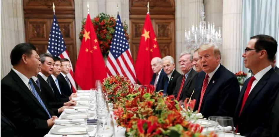Chinese President Xi Jinping (left) and US President Donald Trump (right) attend a working dinner after the G20 leaders summit in Buenos Aires on Saturday (01.12.2018)