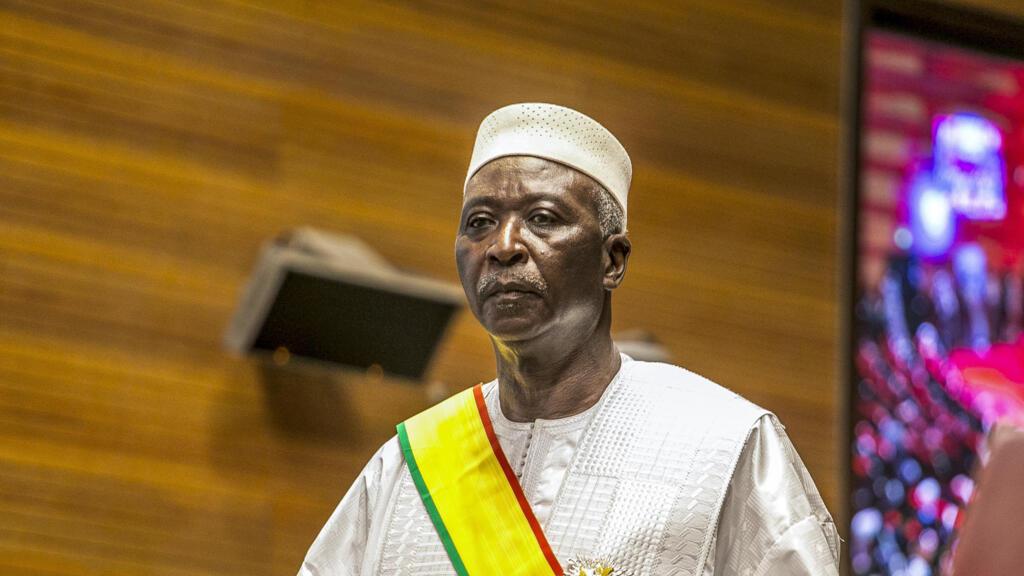 Mali : le président de la transition Bah N'Daw reçoit les responsables du M5