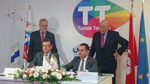 A Tunis, le président de la BEI Werner Hoyer et Nizar Bouguila le pdg de Tunisie Telecom ont signé la semaine dernière une première transaction de 100 millions d'euros pour financer la couverture en 4G.