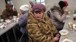 Des réfugiés de l'est de l'Ukraine à Slaviansk, le 9 février 2015.