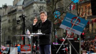 Ứng cử viên Mélenchon phát biểu tại một cuộc tập hợp ở Paris ngày 18/03/2017.