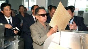 Kim Jong-il visits a factory