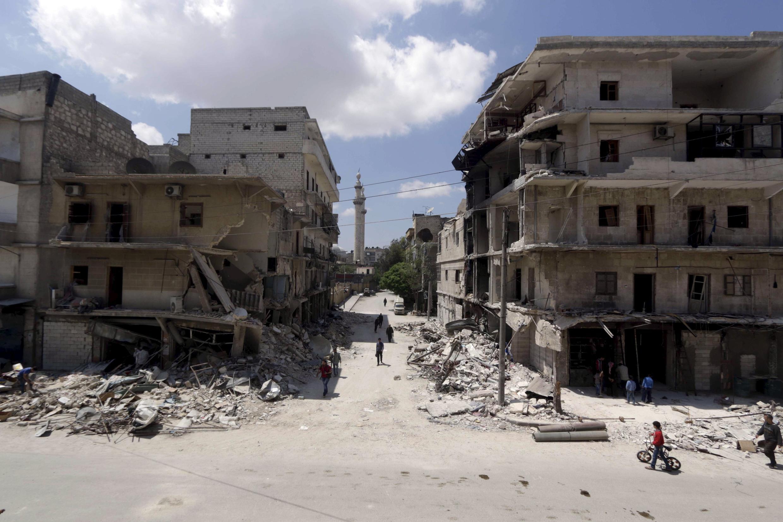 Quang cảnh tan hoang thành phố Alep, sau các cuộc oanh kích của quân chính phủ Syria.