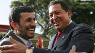 Mahmoud Ahmadinejad et Hugo Chavez ont signé quelque 70 accords de coopération.