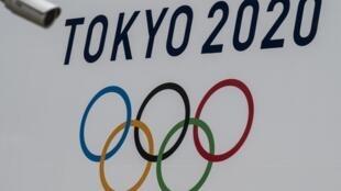 Un cartel de los Juegos Olímpicos de Tokio, tomada en esa ciudad, el 13 de abril de 2021