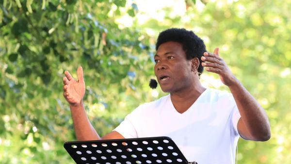 La 8e édition de « Ça va, ça va le monde ! » commence lundi 13 juillet sur la page Facebook de RFI. Ici, lors de l'enregistrement de la pièce « Traces, discours aux Nations africains », de Felwine Sarr (Sénégal), au théâtre de la Tempête à la Cartoucherie.