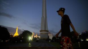 Rangoon la nuit, près du monument de l'Indépendance dans le jardin Mahabandoola (Photo d'illustration)