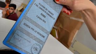 Os italianos votaram neste domingo (5) o primeiro turno das eleições parciais para renovar importantes Prefeituras como a de Roma