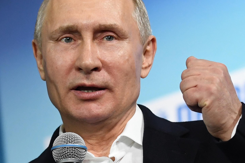 Gwamnatin shugaban Rasha Vladmir Putin ta lashi takobin daukan matakan ramako na korar jakadunta