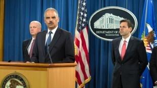 Генеральный прокурор США Эрик Холдер предъявляет обвинение в кибершпионаже пятерым китайским военнослужащим. Вашингтон, 19 мая 2014 г.